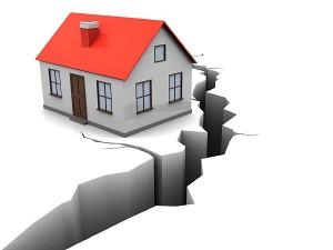 地震保険の加入率が20年で3倍に(写真:アフロ)
