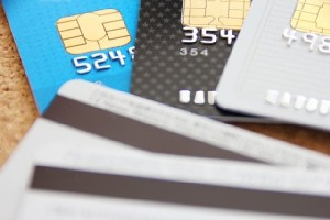 貯蓄や投資に役立つクレジットカードのサービスを解説