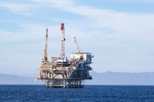 原油高に伴いオイルマネーが日本へ(写真:アフロ)