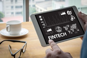 フィンテックの新サービス「おつり投資」とは(写真:アフロ)