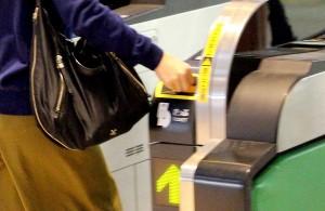 切符は、鉄道会社と乗客の契約書のようなもの。失くすのはダメ、ゼッタイ!