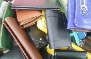 財布を紛失した場合、まずはどこに連絡をすればよいか?