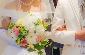 2016年の年間推計婚姻件数は戦後最少の62万1000組。今年は上向く?
