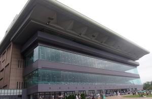 東京競馬場メモリアルスタンドの外観