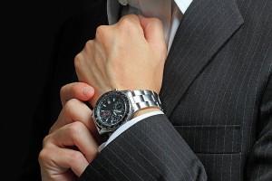 社会人ならきちんとした腕時計を身に着けるべき?(イメージ。写真:アフロ)