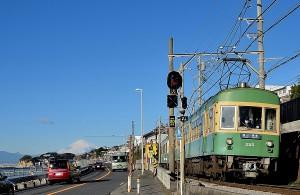 藤沢から古都鎌倉をつなぐ江ノ電