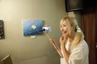 「まくらちゃん」というオリジナルキャラクターのLINEスタンプも制作。まくらちゃんの絵画を展示した個展・コラボカフェも開催