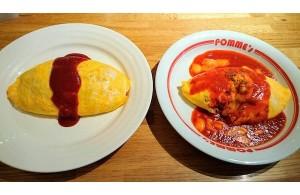 『ポムの樹』の「定番ケチャップオムライス」Mサイズ(左)と「モッツァレラチーズのトマトソースオムライス」Sサイズ