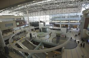 たまプラーザは駅舎も近未来的なイメージ