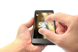 5Gの通信速度は4G・LTEのおよそ1000倍(写真:アフロ)