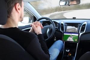 自動運転、無人運転の分野で有望な企業は?(写真:アフロ)