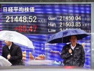 日経平均株価は21年ぶりの高値を更新(写真:共同通信社)