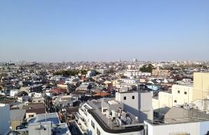 駅前は賑やかだが、少し離れれば閑静な住宅街が広がる荻窪