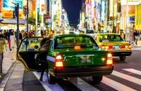 働き方改革や飲み会事情の変化もタクシー離れを加速させている(イメージ)