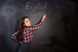 50代から英会話教室に通い始めるモチベーションは?(写真:アフロ)