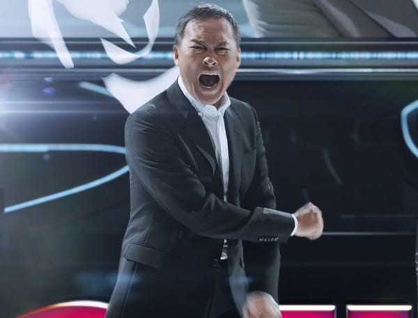 渡辺謙が怒りをぶつけるハズキルーペのCM。渡辺の提案をもとに、CMでの台詞はすべて松村会長が考案したという