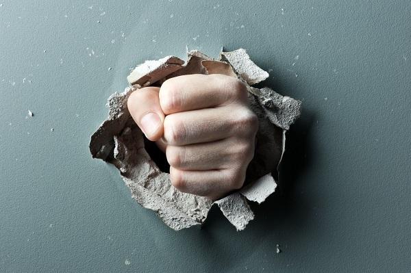 怒るのをやめることで人生はどう変わる?(写真:アフロ)