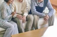 超高齢社会では人とのつながりが重要になり得る(イメージ)