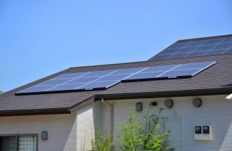 住宅用太陽光発電の余剰電力買い取り期間は2019年11月から順次満了する(イメージ)