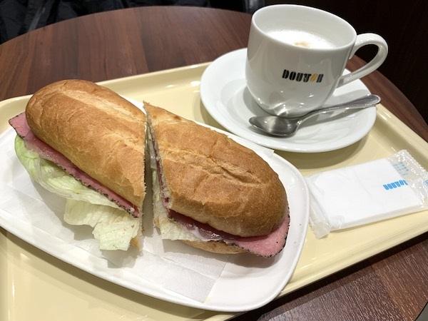 ドトールコーヒーの『ミラノサンドA ビーフパストラミ&生ハム』