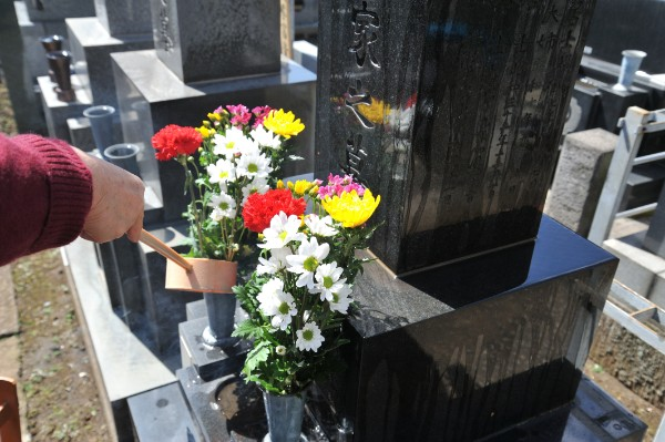 誰が墓を守るのかは大きな問題