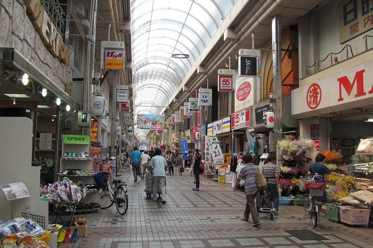 圧巻のアーケードの長さを誇る、武蔵小山のパルム商店街