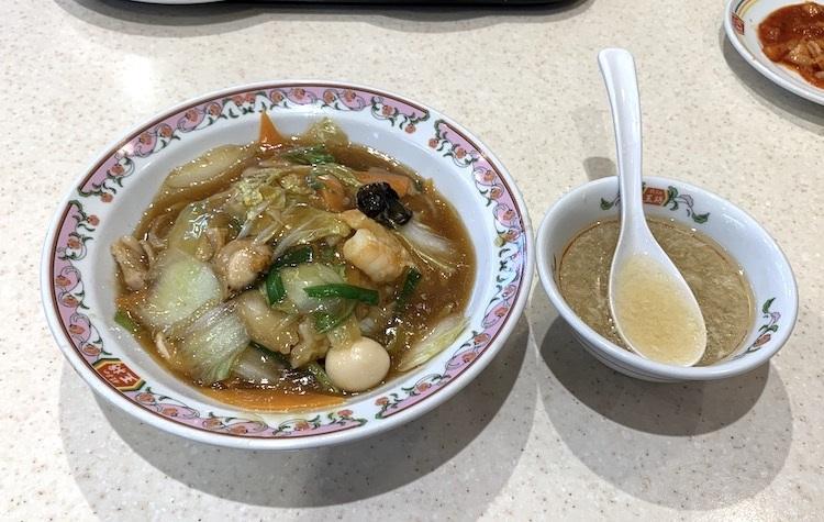 餃子の王将の『中華飯』。スープが付いてくる店舗も