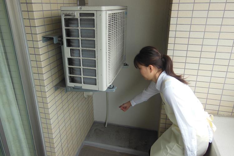エアコンの室外機回りの掃除の注意点は