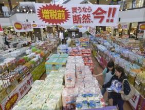 消費税10%が「また延期」されたら何を買っておくべきか?(写真:時事通信フォト)