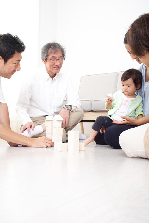 子供や孫と同居できるのは理想的なように思えるが…(イメージ)