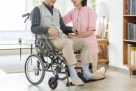 老後は自宅をリフォームして暮らすか老人ホーム入居か(イメージ)