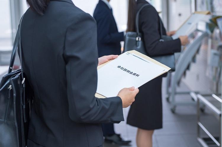 親会社に就職するか、グループ会社に就職するかで、その後の社会人人生も変わる?(イメージ)