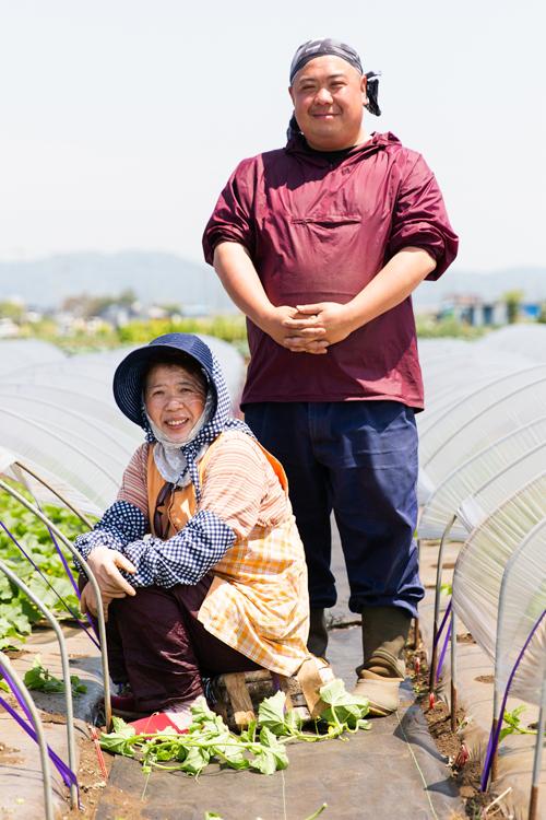 三浦半島のブロ雅農園代表・鈴木雅智さん(右)と母の順恵さん
