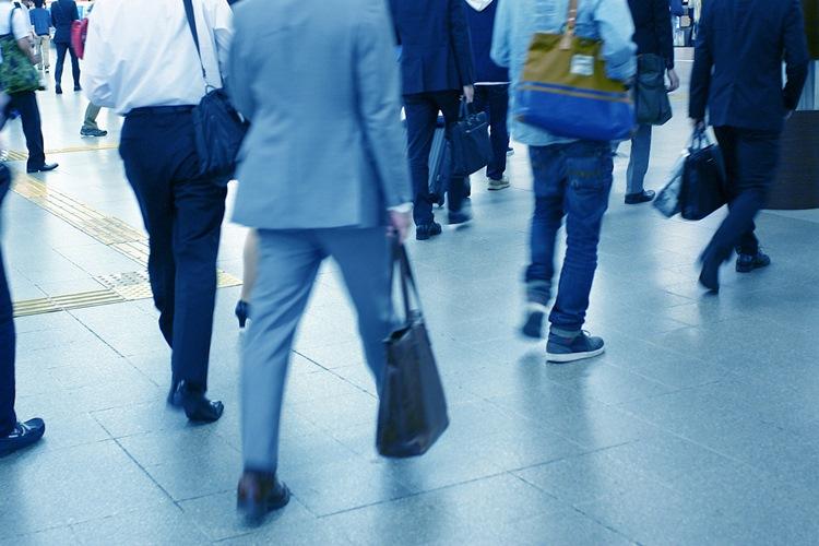 オフィスカジュアルの時代でもスーツを着続ける理由は?