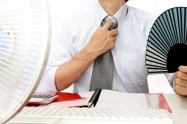 まだまだワイシャツにネクタイ着用の職場は少なくない