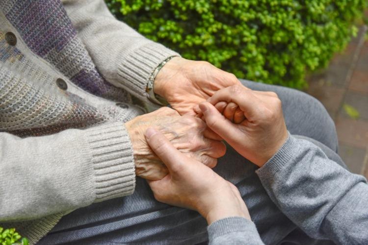介護にまつわるトラブルは少なくない(イメージ)