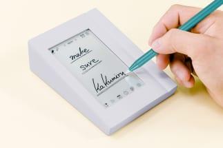 電子ペーパーディスプレイを使用しているため、画面を常時表示することができる