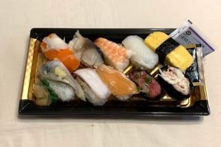 ファミリーマートの『にぎり寿司盛り合わせ(10貫)』