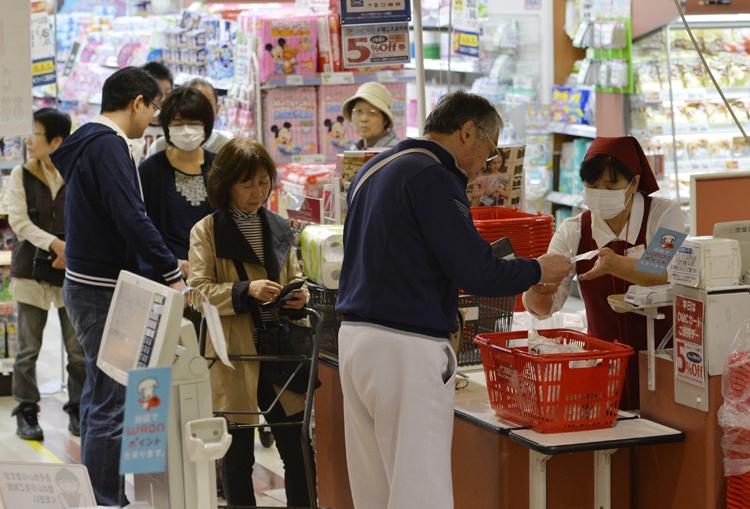 消費増税を前にいつ買い物をするべきか(写真:時事通信フォト)
