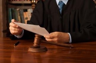 注目の裁判では傍聴券を求めて多くの人たちが殺到するという