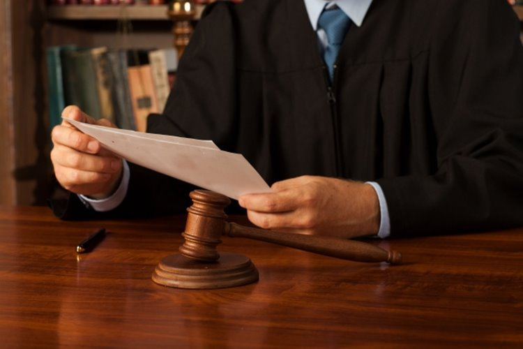 注目の裁判では傍聴券を求めて多くの人たちが殺到するという(イメージ)