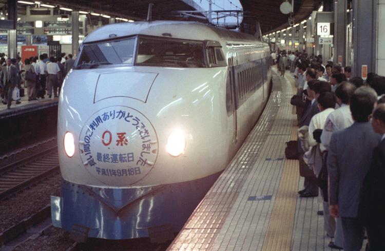 東海道新幹線0系からその歴史は始まった(写真:共同通信社)