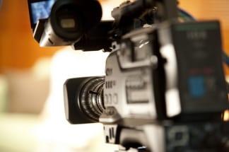 華やかなテレビCMを支える、制作会社の仕事にも変化が(イメージ)