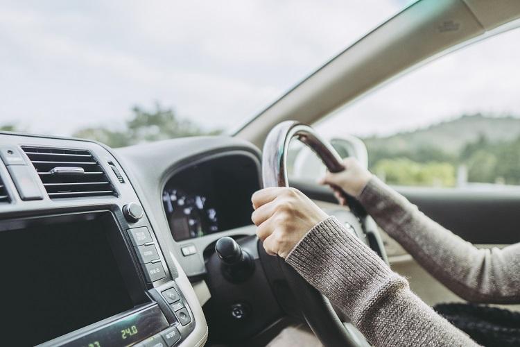 あおり運転が怖い… 運転しなくなった「自発的ペーパードライバー」たち ...