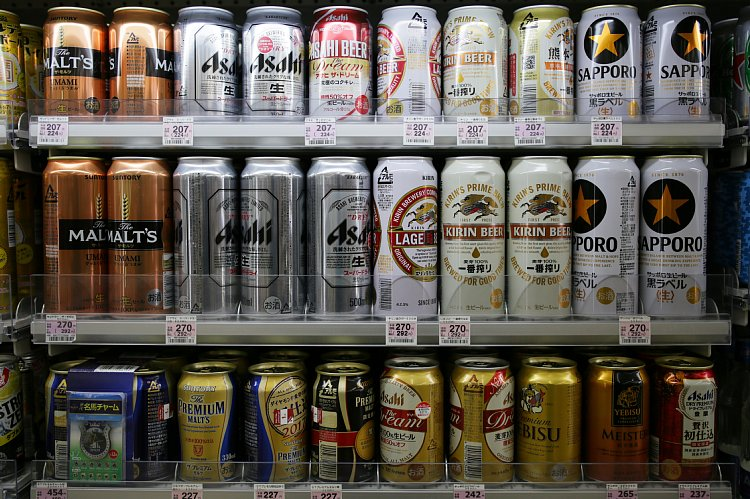 「お酒」は軽減税率の対象外(写真:時事通信フォト)