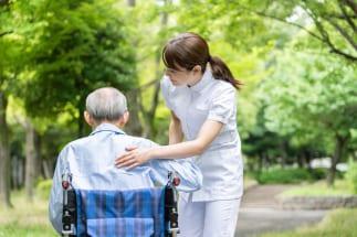 在宅介護と施設介護、それぞれのメリット・デメリットは(イメージ)