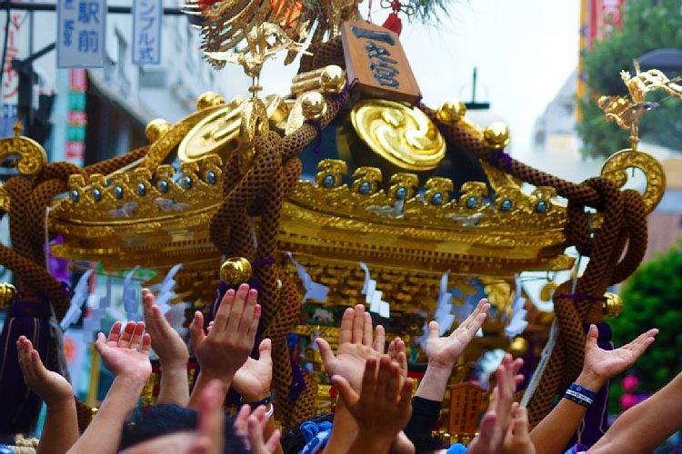 祭りの中止で意気消沈する人たちは少なくない(イメージ)