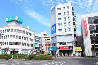 南浦和駅周辺。バスも多方面に出ている