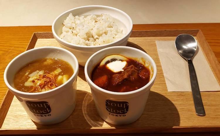 スープストックセット。選んだのは「ゴッホの玉葱のスープ」と「東京ボルシチ」