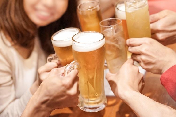 飲み会の支払いに、男女で傾斜をつけるのは当たり前?(イメージ)